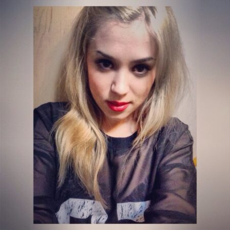 Lilya, 26 cherche tchatter