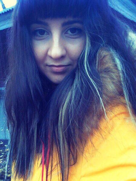 Jinane, 18 cherche une relation extraconjugale